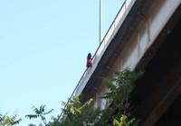 Şehitler Köprüsü'nde intihar girişimi