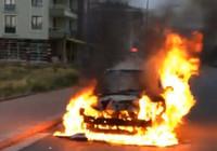 Konya'da seyir halindeki otomobil çıkan yangın sonrası alev alev yandı