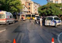Halk otobüsü minibüse çarpıp dükkana girdi