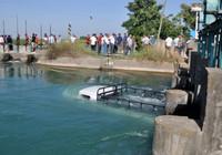 Sulama kanalına düşen kamyonetteki 4 kişiyi kurtardı, kendi öldü