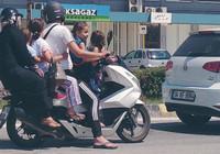 6 kişinin bindiği motosiklette tehlikeli yolculuk