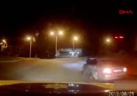 Ukrayna'da sürücü, polisi yolda böyle sürükledi!