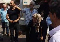 Zabıta 80 yaşındaki kadının tezgahını kaldırdı