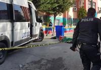 Servis minibüsü okul bahçesinde öğrenciyi ezdi