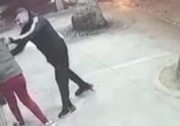 Bir kadına şiddet görüntüsü de Bursa'dan! 17 yaşındaki kızı tekme tokat böyle dövdü