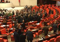 TBMM'de AK Parti'li ile CHP'li vekiller arasında kavga