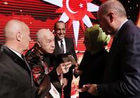 Erdoğan'ın elinden ödül alan Mazhar Alanson: Bu başka ödül; ömrümün sonuna kadar saklayacağım