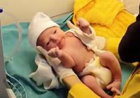 Doğum yapan anne o anlarda depreme yakalandı