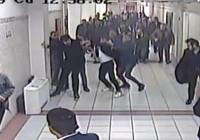 Adliye ortasında avukatı tekme tokat dövdüler