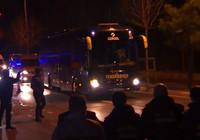 Taraftarlar Samandıra'da takım otobüsüne saldırdı