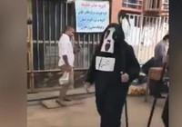 İran'da belediye çalışanları koronavirüs karantinasına  uymayanları Azrail kostümüyle uyardılar