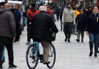 Vaka sayısında ikinci il olan İzmir'de kimse virüse aldırmadı