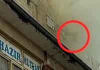 Oturduğu apartmanda yangın çıkan hamile kadın, can havliyle pencereden atladı