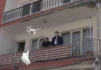 Aksaray Belediyesi, 65 yaş üstü kişilere drone ile maske dağıttı