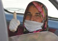 Koronavirüsü 7 günde yenen kadın konuştu: İçim yanıyor, dışım donuyordu