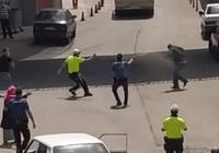Ehliyetsiz sürücü yakalanınca polise bıçakla saldırdı