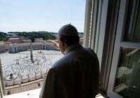 Koronavirüs salgını nedeniyle boş meydanı kutsuyordu: Papa Francis'den 3 ay sonra ilk kutsama