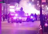 ABD'de bir cip protestocuların arasına daldı