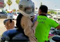 YKS'ye geç kalan öğrencileri polis ekipleri böyle sınava yetiştirdi
