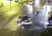 Fatih'te üç aracın birbirine girdiği kaza kamerada