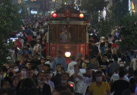 İstiklal Caddesi'nde sosyal mesafeye uyulmadı, büyük kalabalıklar oluştu