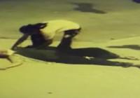 Sokak ortasında tartıştığı eşine kafa attı!