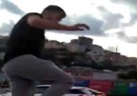 Alibeyköy'de trafikte kadına saldırı anı kamerada