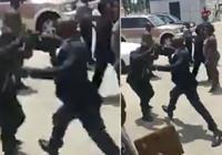 Gine Devlet Başkanı, bakanı tekme tokat dövdü