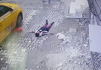 Esenyurt'ta feci kaza; sokakta oynayan 4 yaşındaki çocuk taksinin altında kaldı