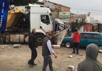 Kontrolden çıkan hafriyat kamyonu 11 aracı biçti
