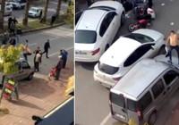 Yakının kazada yaralandığını gören genci kimse sakinleştiremedi!