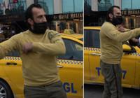 Turist kendisini uyaran polise saldırdı