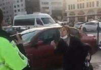 Bursa'da polislere hakaret edip aracını memurların üzerine sürdü