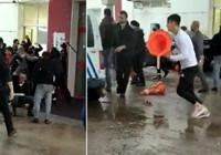 Hasta yakınlarının güvenlik görevlilerine saldırı anı kamerada