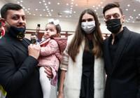 Mesut Özil ailesiyle geldi
