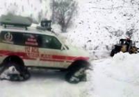 Paletli ambulansla karları aşıp hastayı kurtardılar