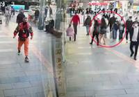 Antalya'da iğrenç iddia: Eşi ve çocuğuyla yürüyen kadını taciz etti!