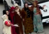 Sultangazi'de pes dedirten görüntü! Maskeler halay mendili oldu
