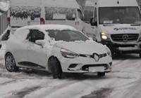 İstanbul'da etkili olan kar yağışında sürücüler zor anlar yaşadı