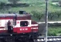 Makinist treni durdurdu, kurye iftarlık siparişini yetiştirdi
