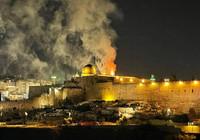 İsrailliler Mescid-i Aksa'da çıkan yangına böyle sevindi