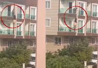 Çığlık atarak balkona çıkan kadın 2 kattan böyle düştü