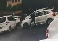 Önünü kestiği otomobilin sürücüsüne kurşun yağdırdı