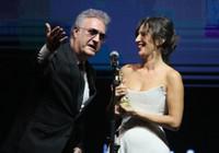 Oyuncu Nihal Yalçın'dan Tamer Karadağlı taklidi