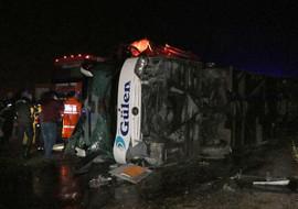 Yozgat'ta yolcu otobüsü devrildi...