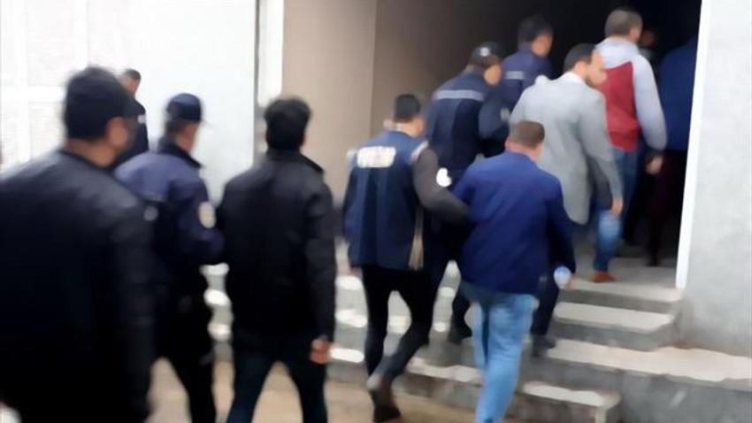 İzmir merkezli operasyonda 52 kişi gözaltında