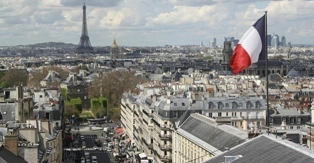 Fransa'da 27 bin 934 Kovid-19 vakası daha