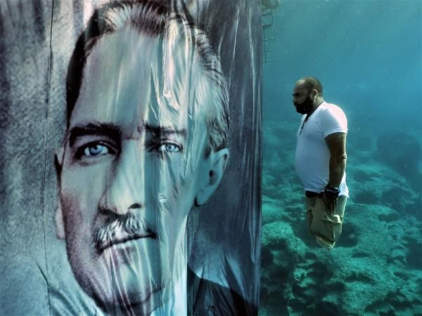 Depremde bacaklarını kaybetti! Suyun 10 metre altında Atatürk'e saygı duruşu - Sayfa 3