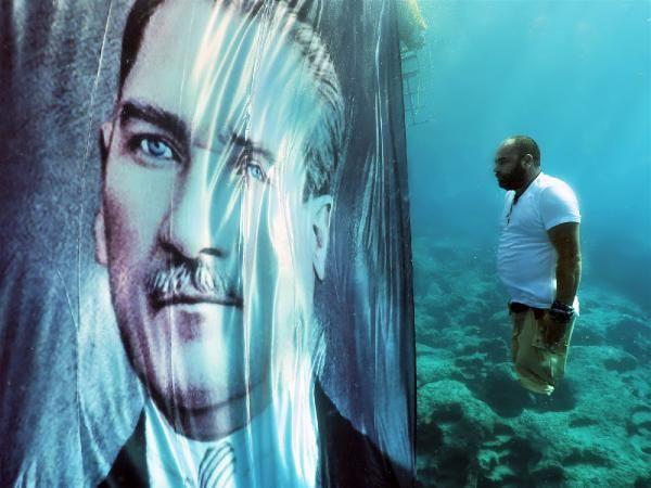 Depremde bacaklarını kaybetti! Suyun 10 metre altında Atatürk'e saygı duruşu - Sayfa 4