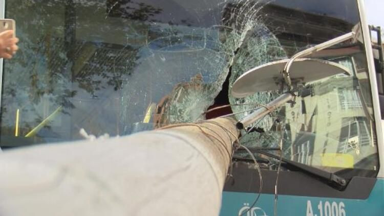 Otobüsün camından direk girdi, şoförü kıl payı ölümden döndü - Sayfa 4